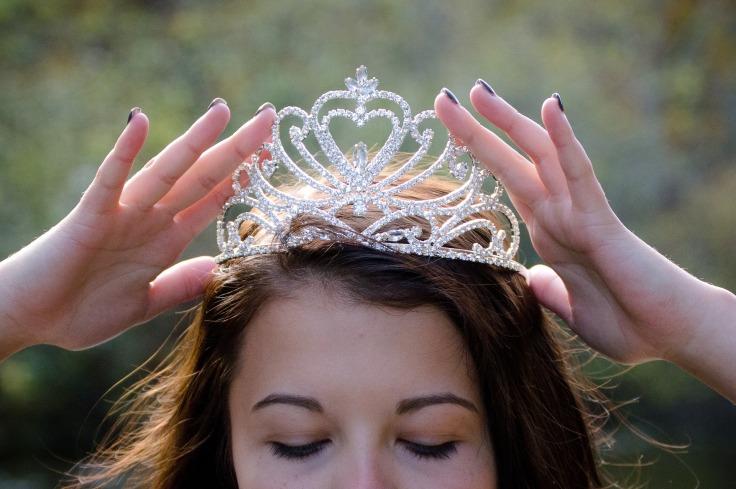 queen-2941437_1920